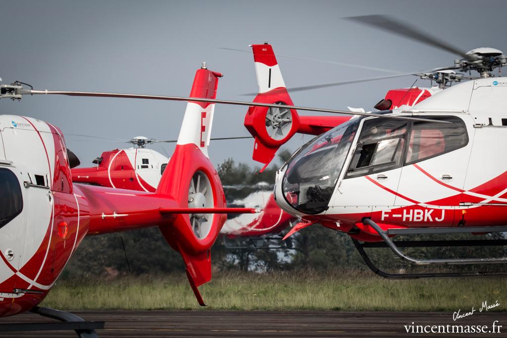 Le parking prends rapidement des airs de fourmilière alors que les hélicoptères décollent pour leur départ en mission