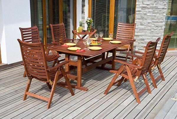 Víte si rady s údržbou dřevěného zahradního nábytku?