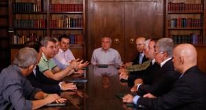Temer discute reforma da Previdência no Alvorada com ministros e parlamentares