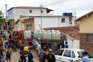 Em Picuí-Pb Caminhão desgovernado destrói frente de residência