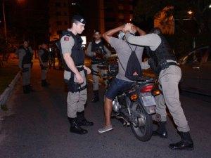 Polícia prende mais de 80 suspeitos e apreende 36 armas de fogo no fim de semana