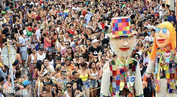 Foliões curtindo o carnaval 2016 em Pindamonhangaba. (Foto: Alex Santos/PortalR3)
