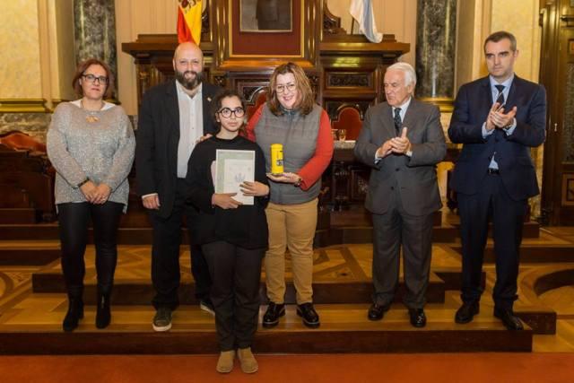 Entrega del primer premio a Violeta González