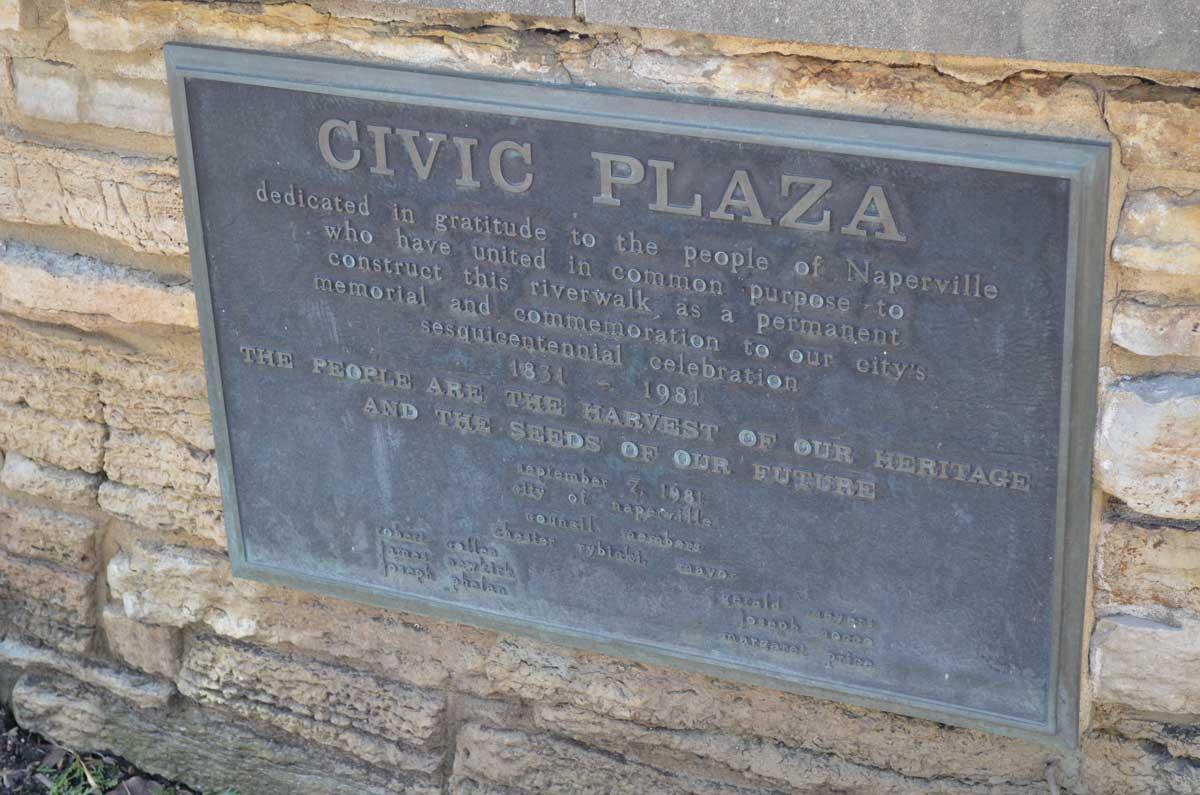 Riverwalk sipil plaza