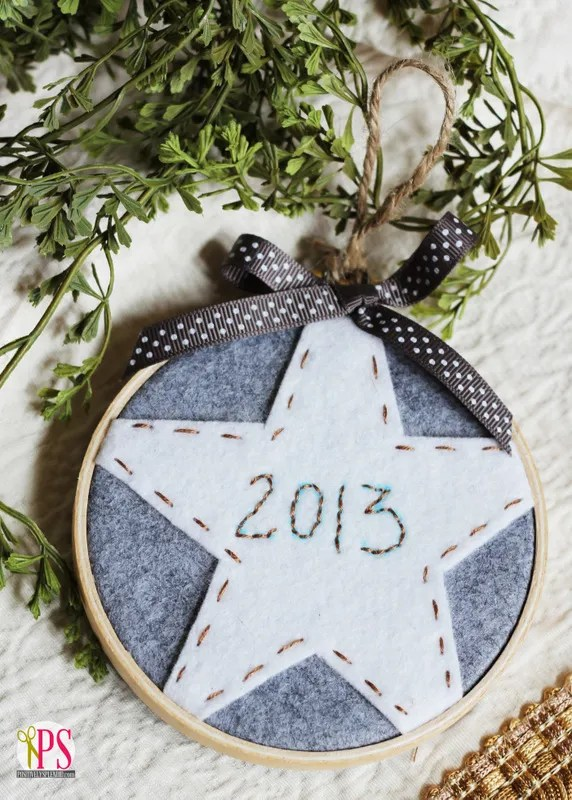 These easy embroidery hoop ornaments are so pretty, and easy to make, too!
