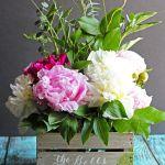 DIY Barnwood Crate Flower Centerpiece #plaidcreators