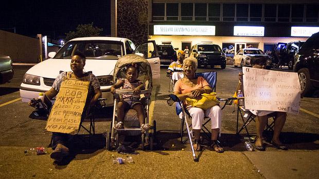 Three generations protest Florissant Ave, Ferguson, MO