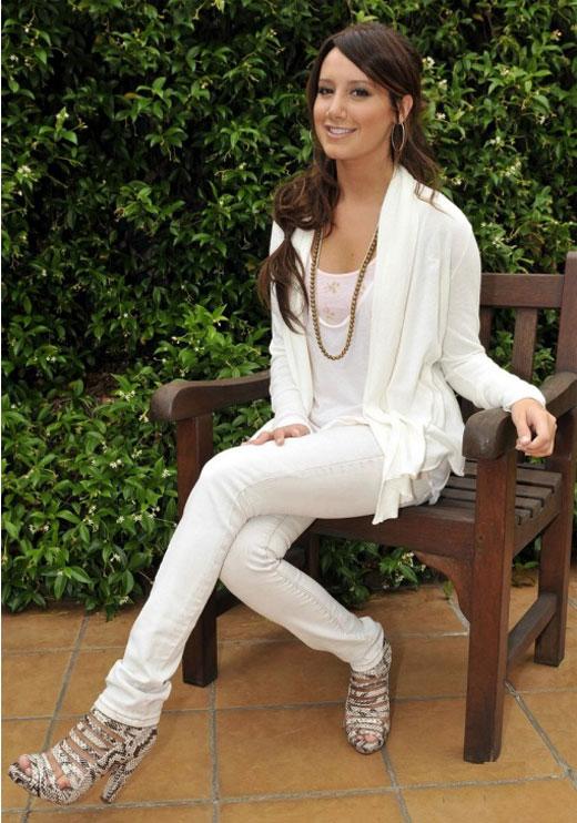 ashley-tisdale-wow-white-01 Most Stylish +20 Teenage Girls Fashion Trends