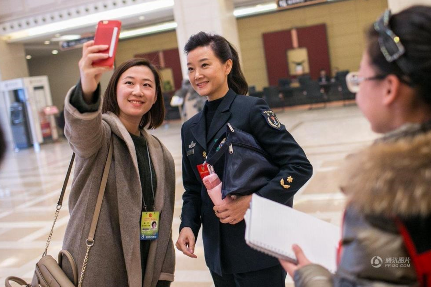 A reporter takes a selfie in 2016 with a famous singer Song Zuying, a delegate to the annual Chinese People's Political Consultative Congress. This photo appeared that year in a photo series featuring female journalists taking selfies at the NPC.