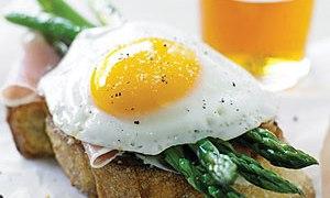 toasts-with-asparagus-eggs-su-x