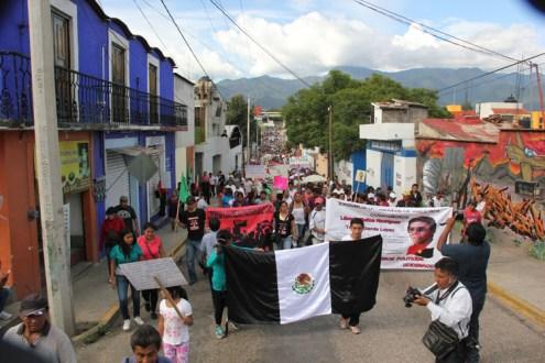Oaxaca Marchan solidarios y organizaciones en apoyo a la #CNTE