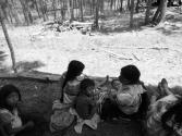 """""""Nuestra compañera que acaba de dar a luz, aquí donde estamos está sufriendo mucho por el frío y la lluvia"""", indígenas tojolabales desplazados en Chiapas."""