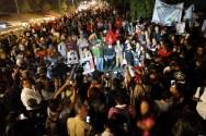 """CD MÉXICO: Desde el """"Plantón por la dignidad"""", padres de Ayotzinapa exigen la presentación con vida de sus hijos."""