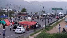 Peña Nieto en el extranjero y las demandas sociales en espera. Bloqueo del magisterio llega a su segundo día en Chiapas.