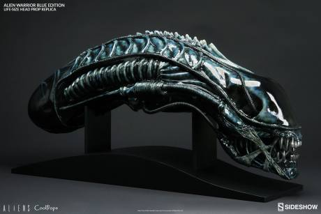 aliens-alien-warrior-blue-edition-life-size- coolprops-902728-01