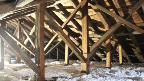 King and prince post truss, looking frontward