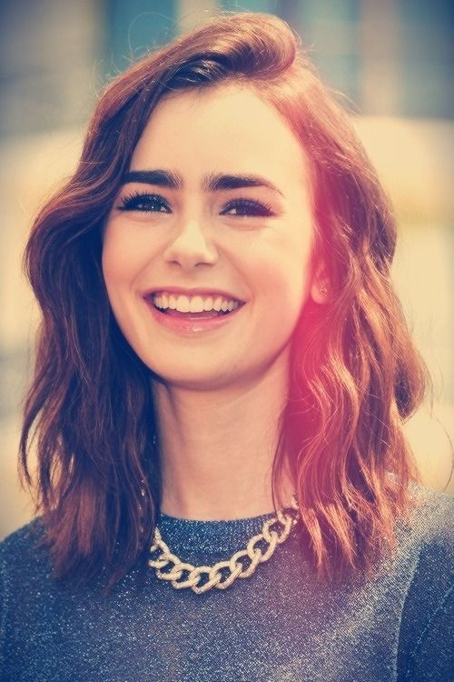 Lily Collins Vintage Styled Medium Haircut