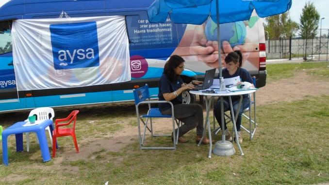 La oficina móvil de AySA, esta vez se ubicará en González Catán para atender distintos requerimientos de sus usuarios..