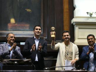 Premio a Axel en Diputados
