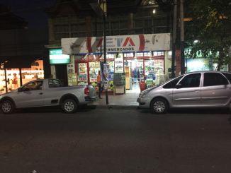 Ahora: el frente del Supermercado Zeta está liberado a los automovilistas a toda hora, como debe ser.