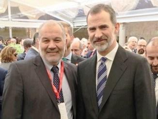 El rector de la UNLaM, Daniel Martínez, junto al rey Felipe IV de España en Salamanca.