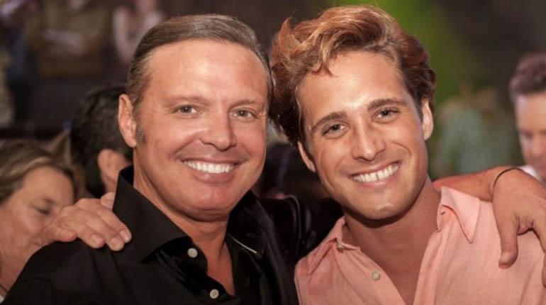 Diego Boneta, el actor que interpreta a Luis Miguel, junto al ídolo mexicano.