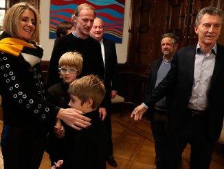 Macri con los padres de Justina