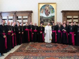 Francisco con obispos