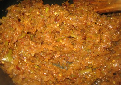 Shredded Mango Pickle and Peanut Rice ( Manga thokku/verkadalai sadham)