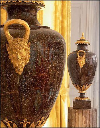 Paire de vases montés en Porphyre, vers 1790