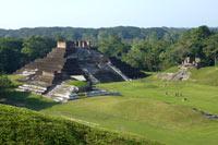 La ciudad maya de Comalcalco.