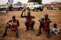 Hombres de la tribu didinga en el sur de Sudán. Foto: AP