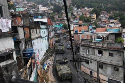 Brasil. Ocupación policíaca de favelas en Río antes de Mundial 2014. Foto: AP