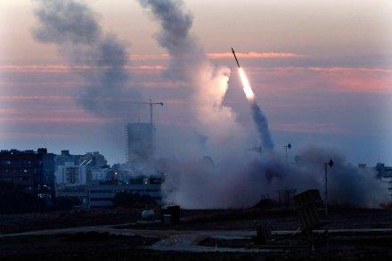 Israel intercepta cohetes lanzados por Hamas... Foto: AP / Tsafrir Abayov