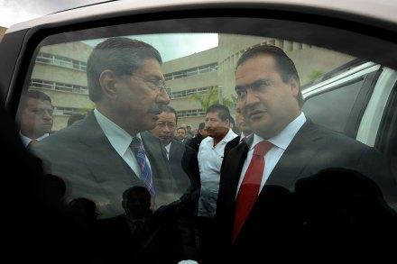 (Archivo) El procurador general de Justicia, Felipe Amadeo Flores Espinoza; y el gobernador, Javier Duarte. Foto: Rubén Espinosa