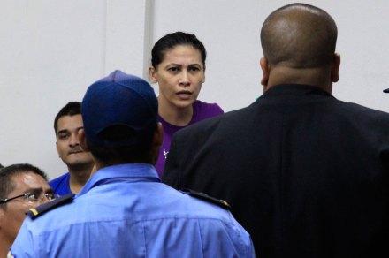 Raquel Alatorre, entre los presuntos traficantes. Foto: Xinhua / John Bustos