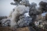 Bombardeo en Gaza. 1er lugar en historias. Foto: Bernat Armangue / WPP