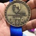 Una medalla conmemorativa con el rostro de Sabines. Foto: Especial