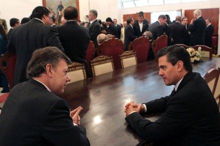 Santos y Peña en el homenaje a Chávez. Foto: Xinhua / Presidencia
