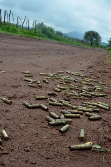 (Archivo) Los restos de un enfrentamiento en Michoacán. Foto: Alan Oretga