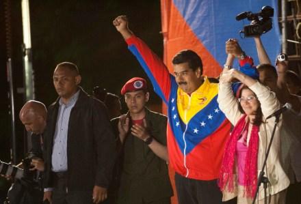 Maduro celebra su victoria. Foto: Mauricio Valenzuela/Xinhua