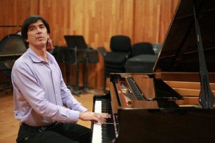 El director sinfónico, Eduardo García Barrios. Foto: Germán Canseco