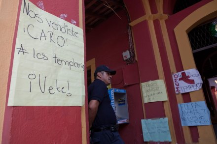 "Tepalcatepec, Michoacán. Mensajes a ""La Tuta"". Foto: Octavio Gómez"