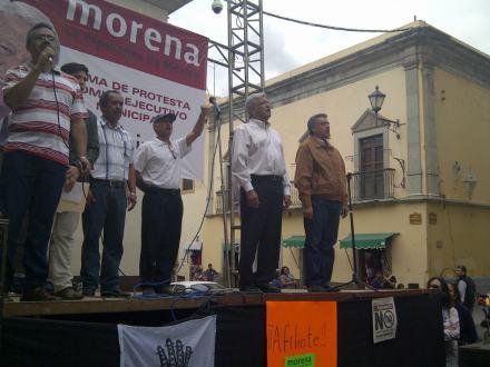 López Obrador frente al Congreso de Guanajuato. Foto: Especial.