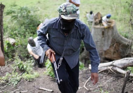 La autodefensa en Aquila, Michoacán. Foto: Enrique Castro