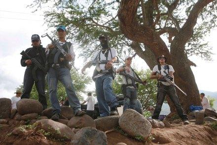 No ceden ante el Ejército los grupos de autodefensa en Michoacán. Foto: AP / Gustavo Aguado