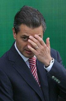 Peña Nieto durante una entrega de reconocimientos a generales. Foto: Germán Canseco