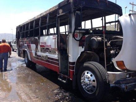 El autobús incendiado en Durango. Foto: El Siglo de Torreón