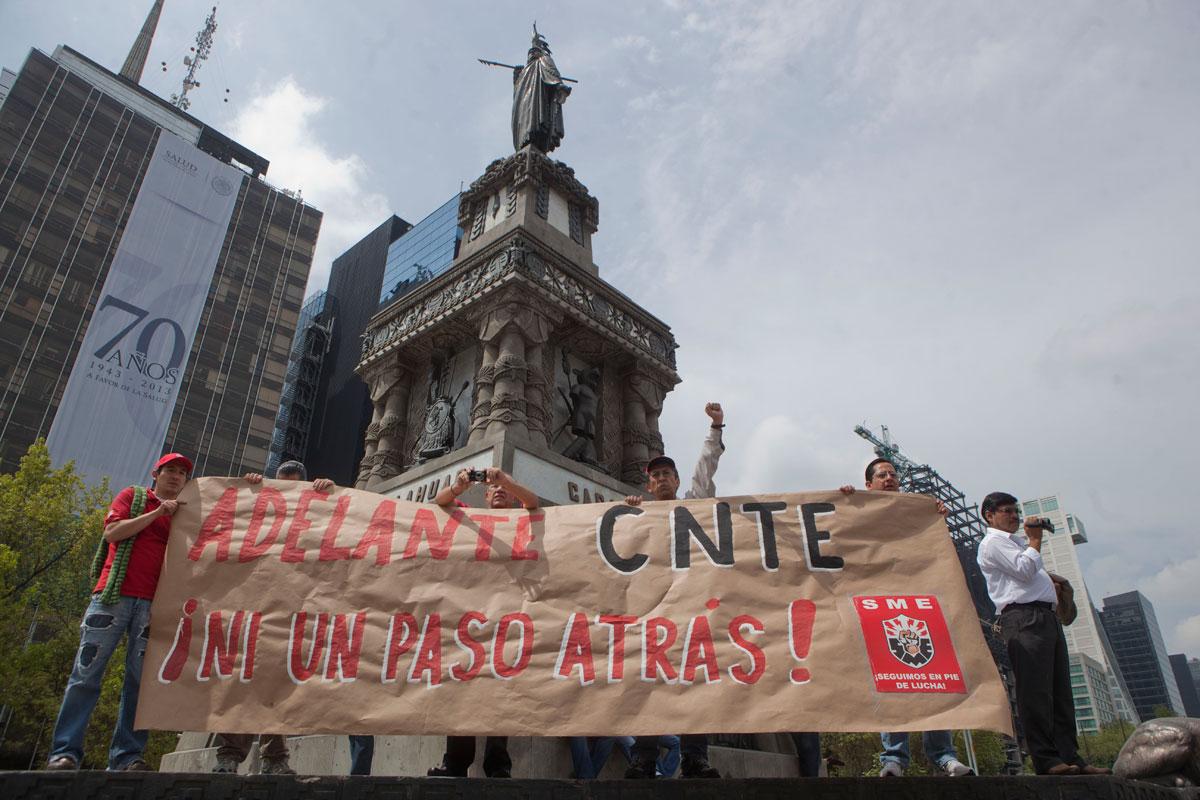 Maestros y electricistas marchan contra reformas estructurales. Foto: Octavio Gómez