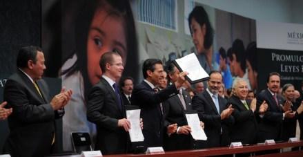 Peña durante la promulgación de las leyes educativas. Foto: Presidencia